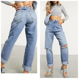 HIGH RISE MOM JEAN'S IN MIDWASH WITH RIPS